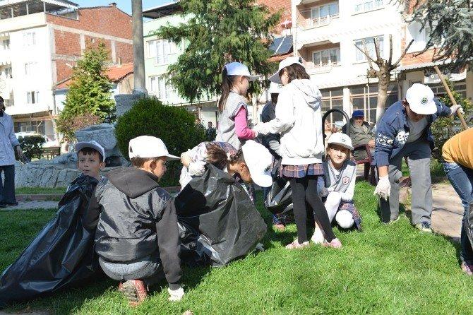 Öğrencilerden Bahar Temizliği