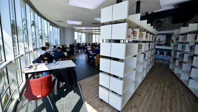Maltepe Belediyesi 57 Bin Kişiyi Kitapla Buluşturdu