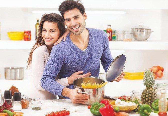 Makarnayı Kadınlar Satın Alıyor, Erkekler Pişiriyor