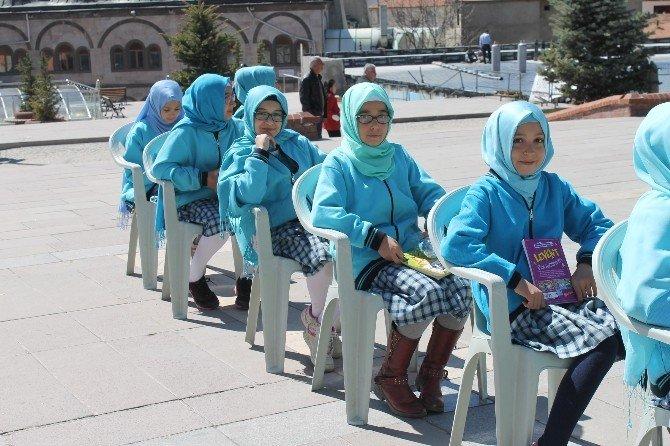 Akdağmadeni İmam Hatip Ortaokulu Öğrencileri Meydana Arapça 'Oku' Yazdı