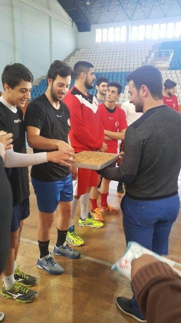 Rize'de Kamp Yapan Hentbol A Milli Takımı'na Moral Ziyareti