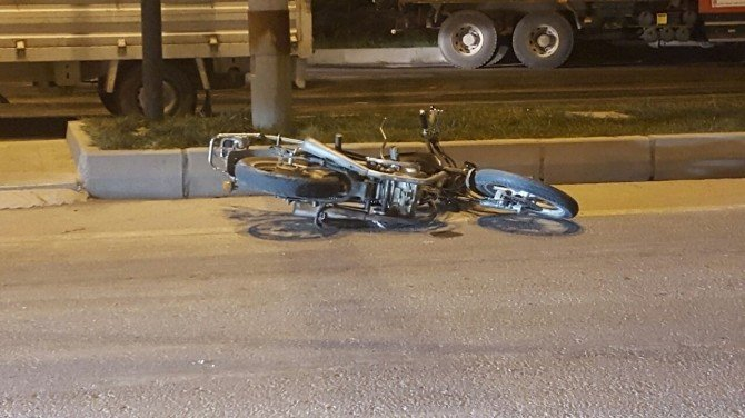 Otomobil İle Motosiklet Çarpıştı: 4 Yaralı