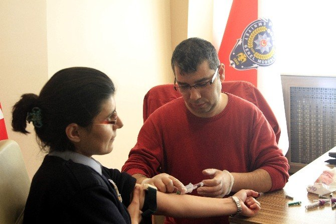 Polisten Kök Hücre Bağışına Yoğun İlgi