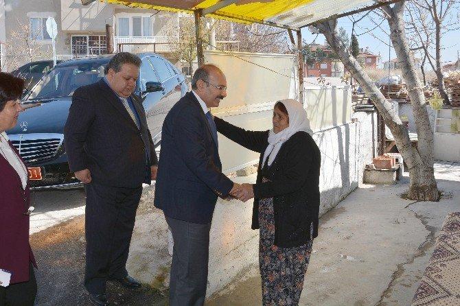 Burdur SYDV'den Yaşlı Ve Engelli Vatandaşların Evlerinin Temizliği Projesi