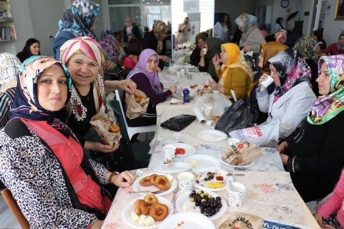 Hanımlar Lokali Kursiyerlerinden Beraberlik Lokması