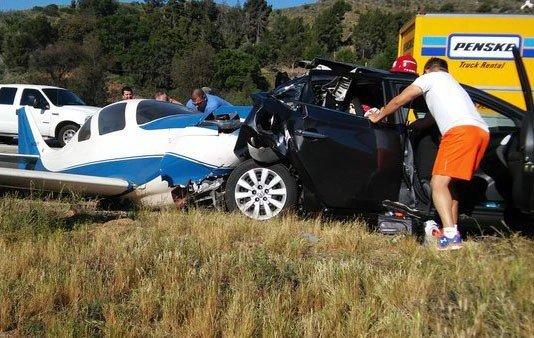 Uçak, Aracın Üzerine Düştü: 1 Ölü