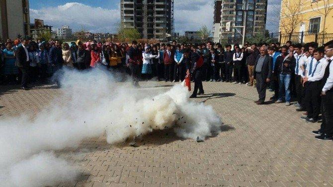 Öğrenciler Yangın Söndürme Tatbikatını İlgiyle İzledi