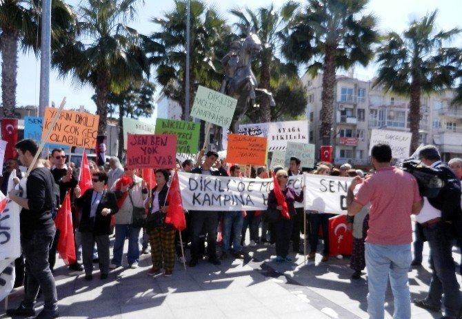 """Dikili Halkı """"Dikili'de Mülteci Kampı İstemiyoruz"""" Diyerek Miting Yaptı"""