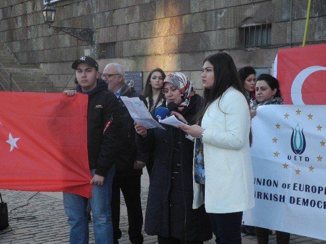 İsveç Uetd'den Parlamento Önünde Teröre Karşı TEK SES Gösterisi