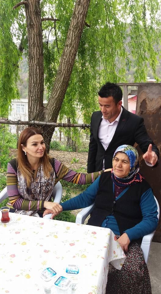 Azerbeycan milletvekili, Zonguldaklı şehit annesinin elini bırakmadı