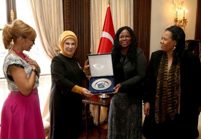 Çocuk ve Aile Hizmetleri Ajansı'ndan Emine Erdoğan'a teşekkür plaketi