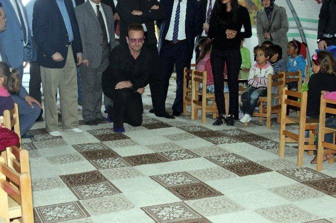 İrlandalı Ünlü Rock Sanatçısı Bono, Mülteci Çocuklarla Buluştu