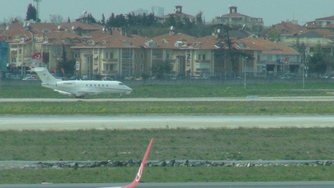 Ebru Gündeş konser için Antalya'ya gitti