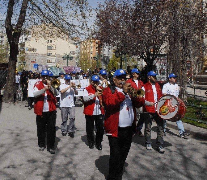 Es-es Bando Eşliğinde Otizme Farkındalık Yürüyüşü