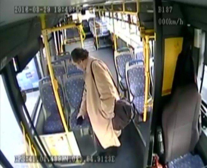 Halk Otobüsü Şoförünün Cep Telefonunu Çalan Hırsız Kameraya Yakalandı