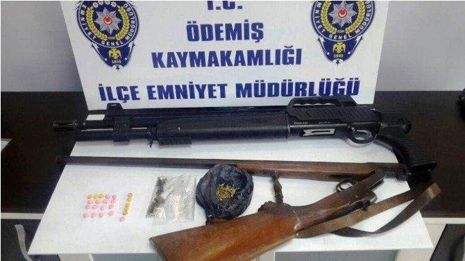 İzmir'de 'Dur' İhtarına Uymayan Araçtan Uyuşturucu Çıktı