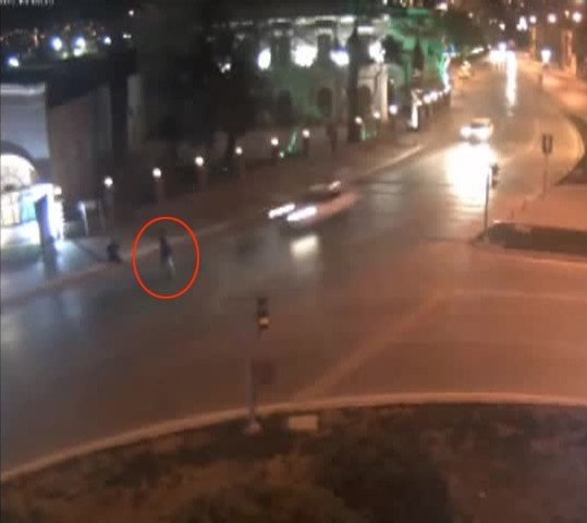 Otomobil Sürücüsü Yayaya Çarptıktan Sonra Arkasına Bile Bakmadı
