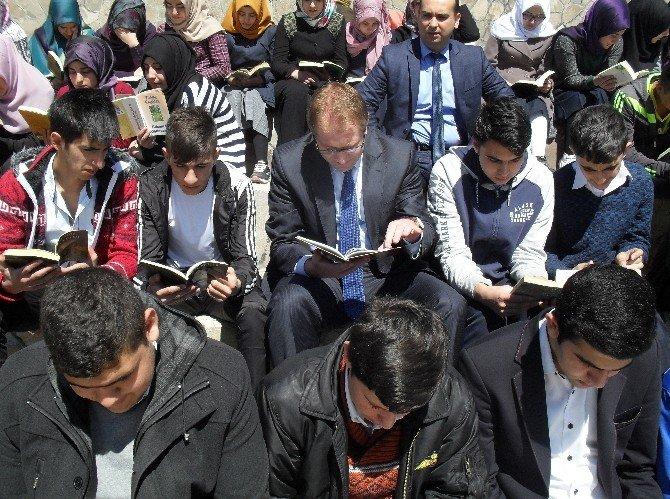 Kovancılar'da Kitap Okuma Etkinliği