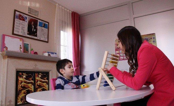 Otizmi Yenen Minik Kahraman, Ailesini Sevince Boğdu