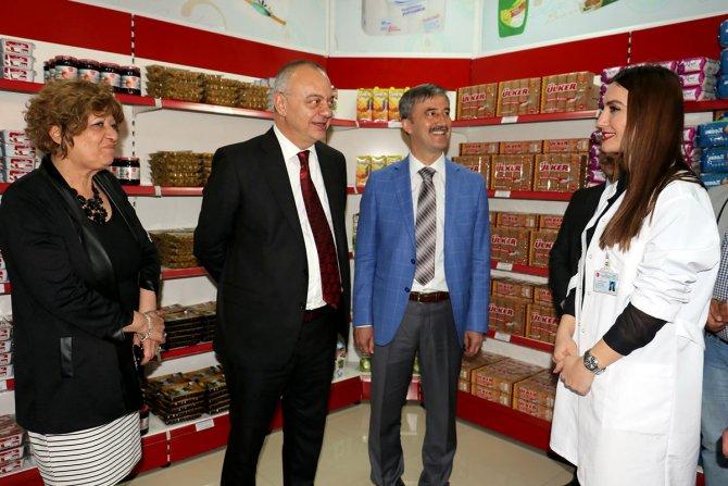 Turgutlu'da ihtiyaç sahibi vatandaşlar için gıda bankası açıldı