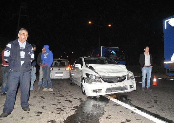İki Araç Birbirine Girdi: 6 Yaralı