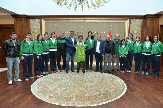 Vali Güzeloğlu'na Hemşerilerinden Ziyaret