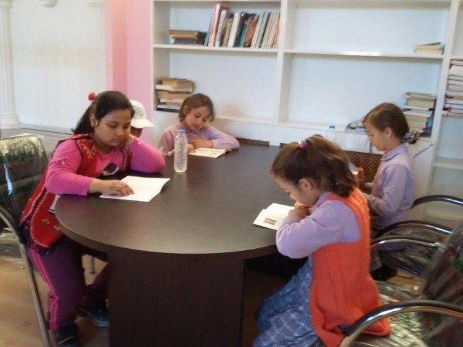 Öğrencilerin Kütüphane Ziyareti