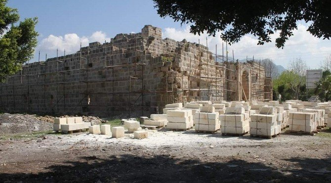 "Payas'ta Tarihi ""Cin Kule"" Restore Ediliyor"