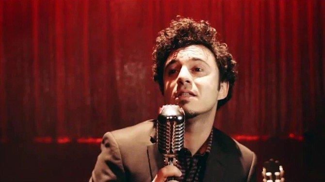 Sevilen Şarkıcı Buray, Adana Optimum'da Hayranlarıyla Buluşuyor