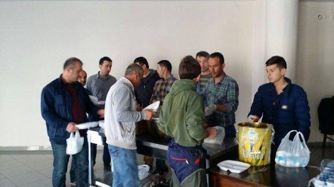 Belediye İşçileri Yemekte Bir Araya Geldi