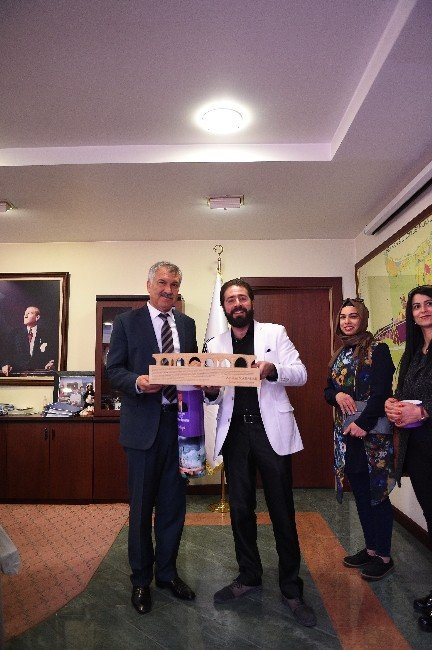 Ünlü Ressam Yuva, Başkan Karalar'ı Ziyaret Etti