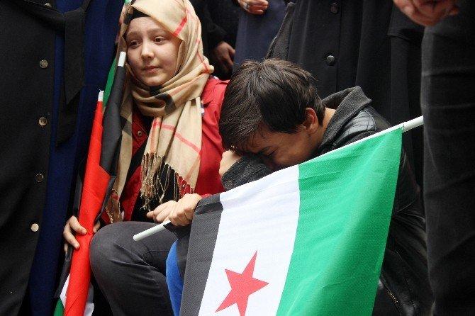 Suriyeli Çocuğun Gözyaşları, Vatandaşları Da Ağlattı