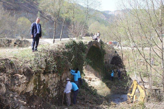 Tarihi Kızılgeçit Köprüsü Gün Yüzüne Çıkıyor