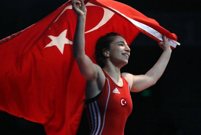 U23 Ümitler Bayan Güreş Milli Takımı Avrupa üçüncüsü oldu
