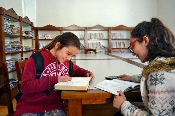 Söke'de 121 Yıllık Tarihi Binadan Yayılan Kitap Kokusu