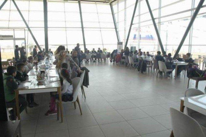Yükseova'dan Gelen Öğrencilere Moral Yemeği