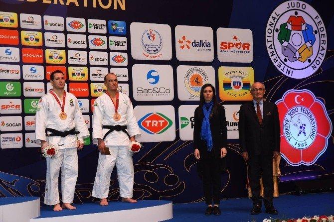 Judocuların Madalyalarını Karaaslan Ve Yılmaz Birlikte Verdi