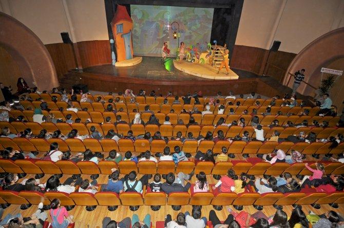 Dünya Kanser Haftası'nda lösemi hastalarına tiyatro morali