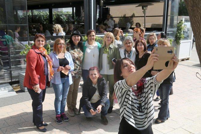 Adana Kız Lisesi mezunları 'Bahar Kahvaltısı'nda anılarını tazeledi