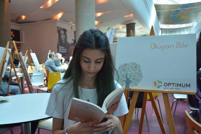 Alış veriş merkezinde kitap okuma şenliği