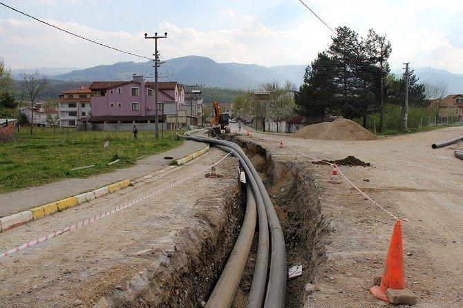 Akyazı Kuzuluk Mahallesinde İçme Suyu Hattı Çalışmaları Devam Ediyor