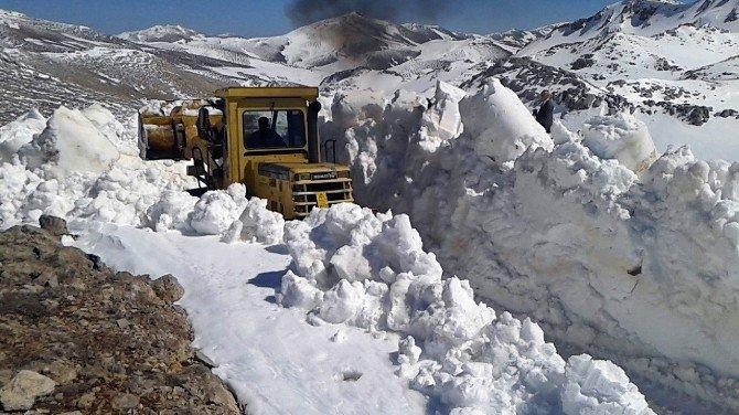 Sahilde Güneş, Dağlarda Kar Temizliği