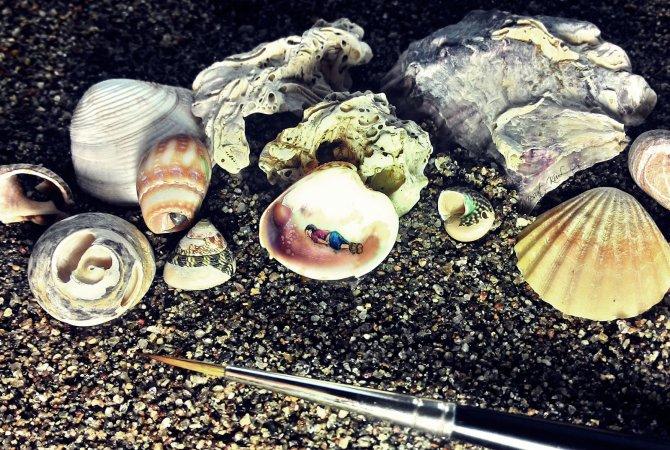 Aylan bebek, deniz kabuğuna resmedildi