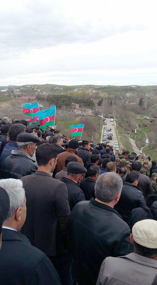 Azerbaycan şehitlerini uğurluyor