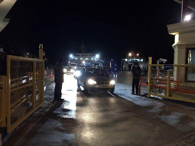 Çanakkale Boğazı'nda Feribot Arızalandı, Yolcular Denizde Kaldı