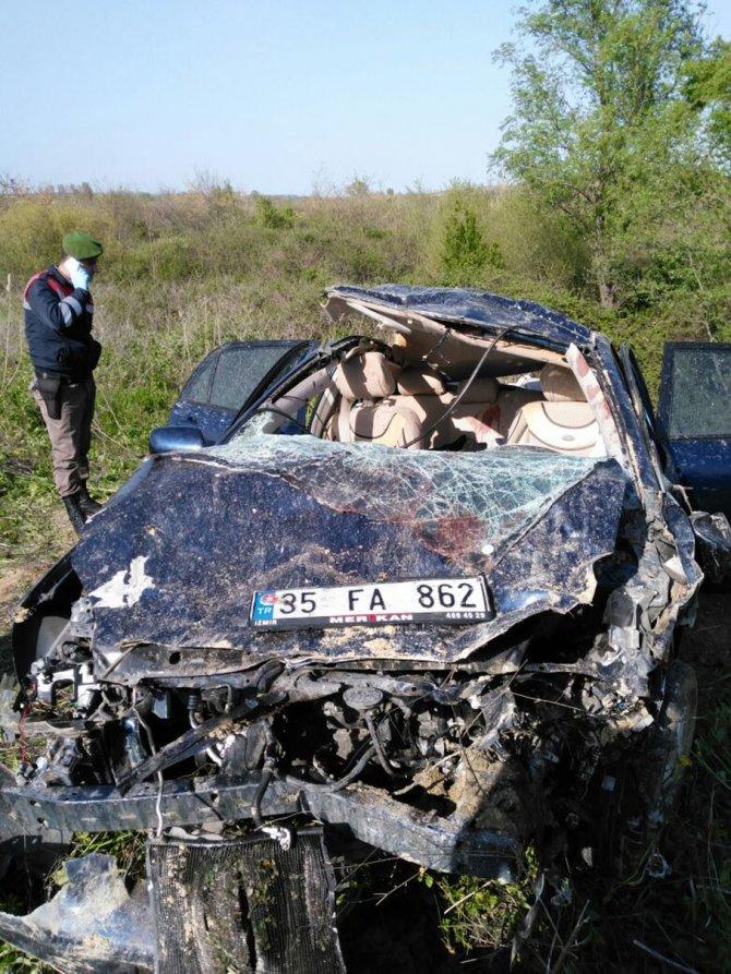 Takla atan otomobil tarlaya uçtu: 1 ölü, 4 yaralı