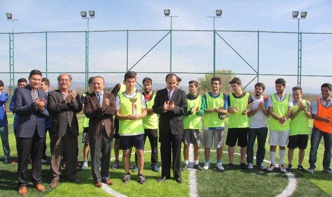 Burhaniye'de Meslek Yüksek Okulu Halı Saha Turnuvası