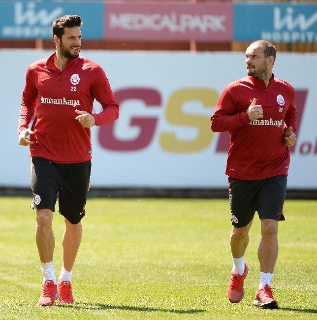 Galatasaray'da Sneıjder Koşulara Başladı