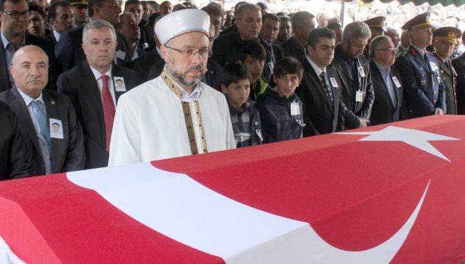 Şehit çocukları babalarının cenazesinde saf tuttu