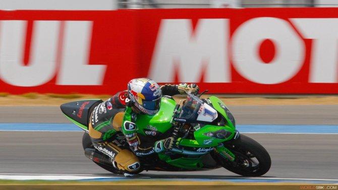 Kenan Sofuoğlu, İspanya'daki Superbike Aragorn yarışında zirveye çıktı